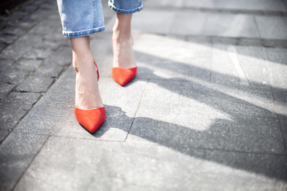 red-pumps-heels-outfit-street-style-look