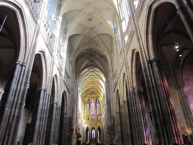 Nave principal de la catedral de san Vito. Central nave of St.Vitus Cathedral.