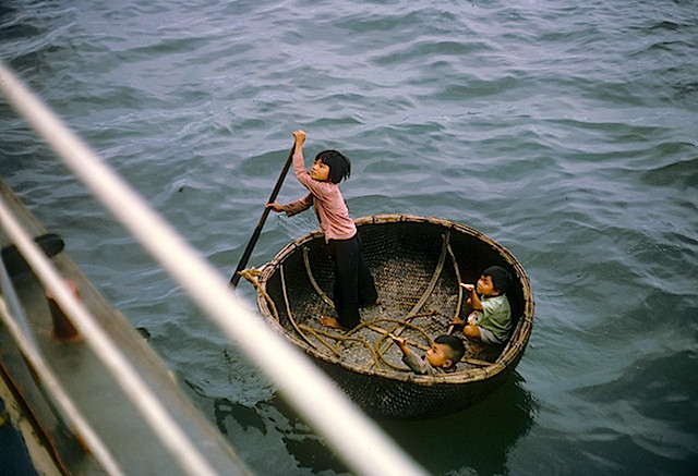 Da Nang 1965 - Vietnamese Children - Photo by Doug Johnson1940