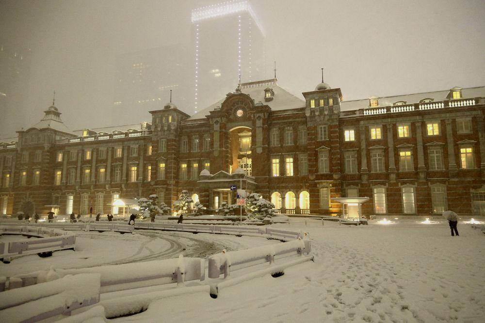 東京都 東京駅 雪の丸の内駅舎