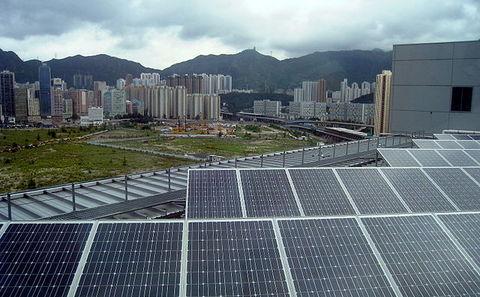 香港太陽能發電設施。攝影:WiNG;來源:維基百科