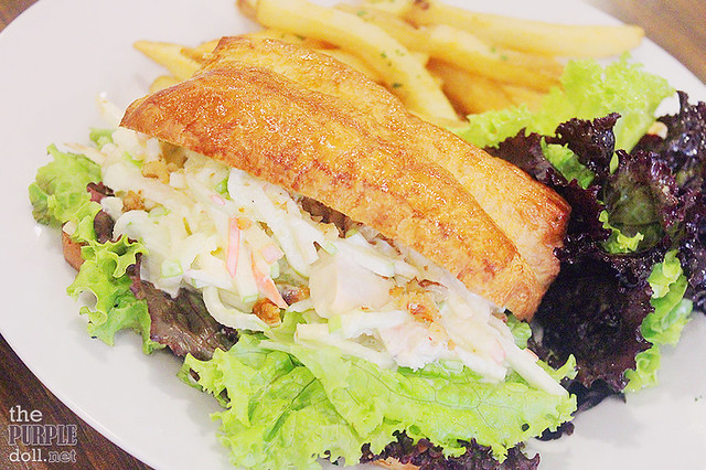 Waldorf Salad Sandwich (P220)