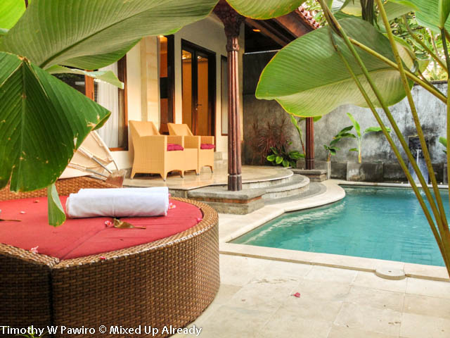 Indonesia - Bali - Seminyak - The Club Villas - Take a peek at the private pool