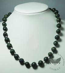 art(0.0), aqua(0.0), pearl(0.0), gemstone(0.0), jade(0.0), jewellery(1.0), necklace(1.0), bead(1.0),