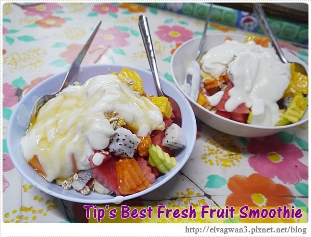 [泰國美食●清邁]  Somphet Market 內的燕麥水果優格沙拉 —  活力的一天就從好吃的水果沙拉開始吧 ♪ 體驗泰國僧侶早晨化緣的文化 ♥