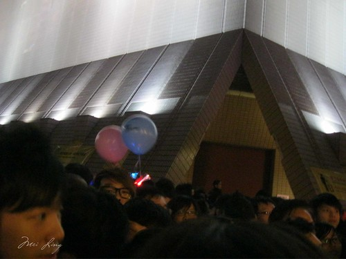 Crowds on NYE and Free Hugs balloons in Hong Kong