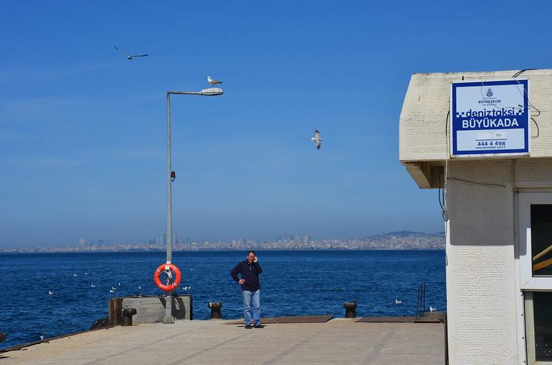 Blick zurück nach Istanbul von der Anlegestelle Büyükada