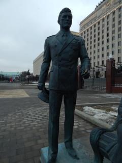 памятник без шарфа