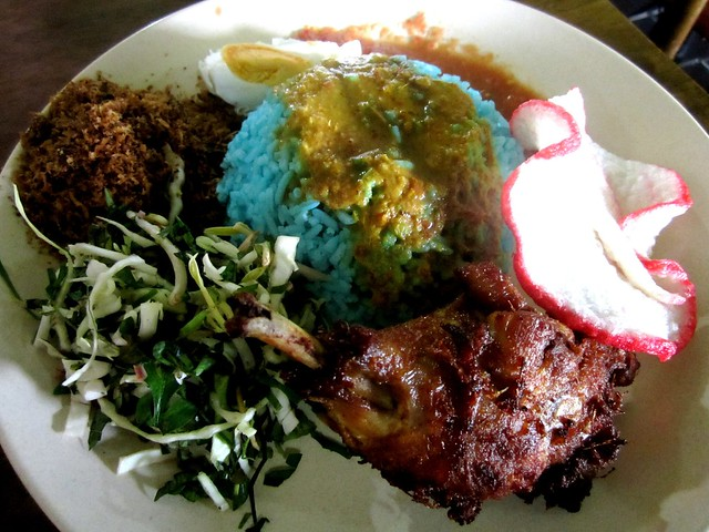 Sri Tanjung nasi kerabu, chicken