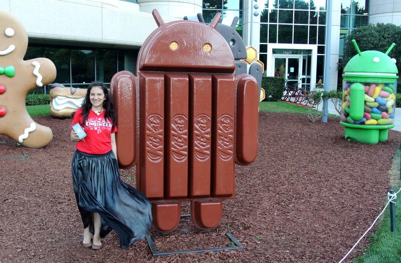 Afuera del edificio de desarrollo de Android,en las oficinas de Google en Mountain view, CA