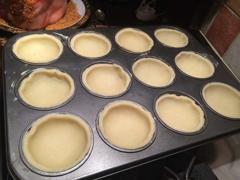 Mince Pies : Line the tins