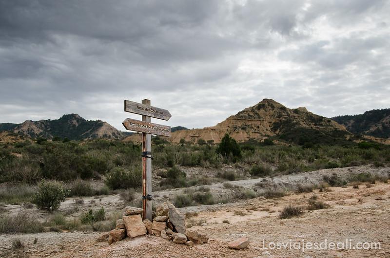 señalización en el desierto de los Monegros