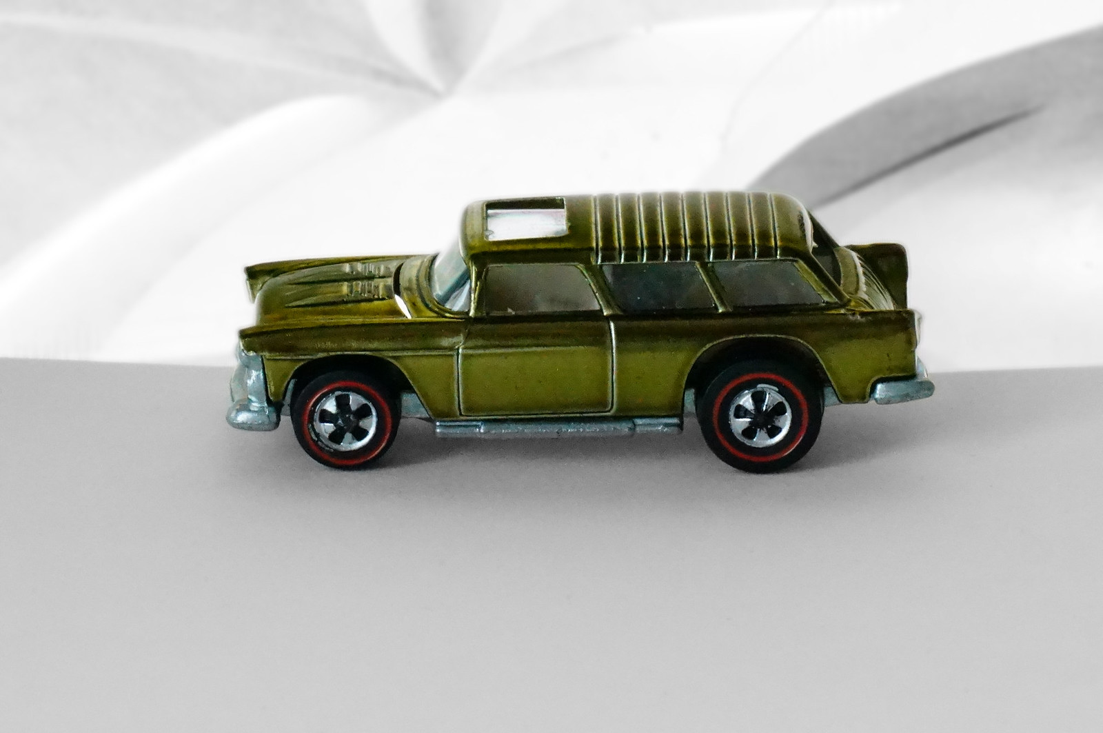 Hot Wheels Redline Olive Classic Nomad