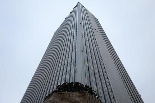 "Ikebukuro_13 ""サンシャイン60"" のビルディングの写真。 直下から見上げて撮影したもの。"
