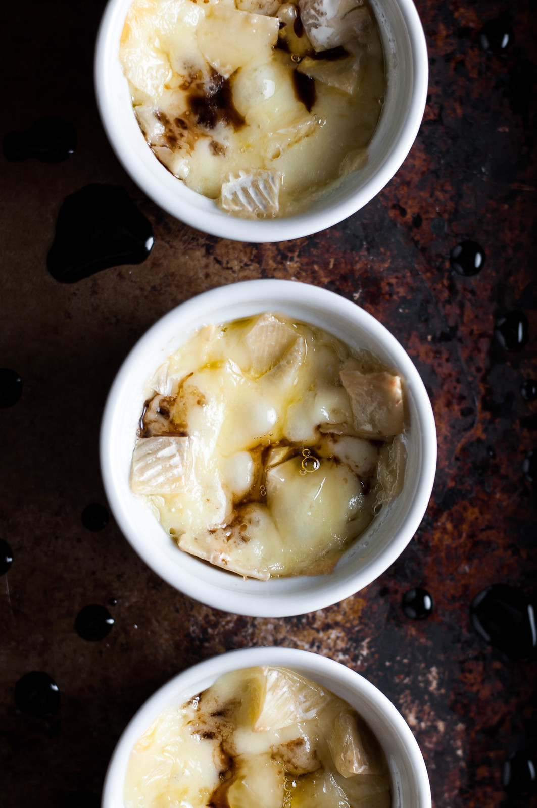 Mini crustless baked brie - 2 ingredients, 15 minutes, gluten free
