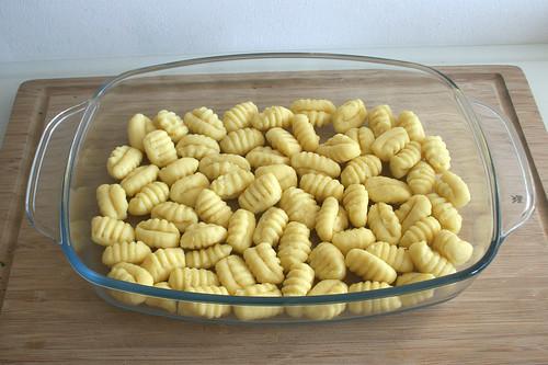 23 - Gnocchi in Auflaufform geben / Put gnocchi in casserole