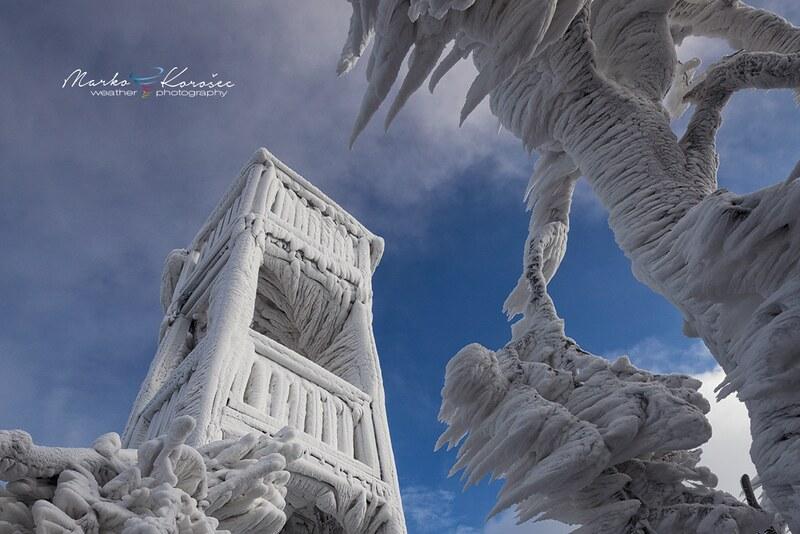 16038177692_137a1bb225_c Les magnifiques formations de glace du mont Javornik
