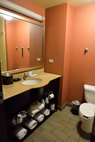 【浴室洗手台】因為是四人房的關係,提供超多毛巾的