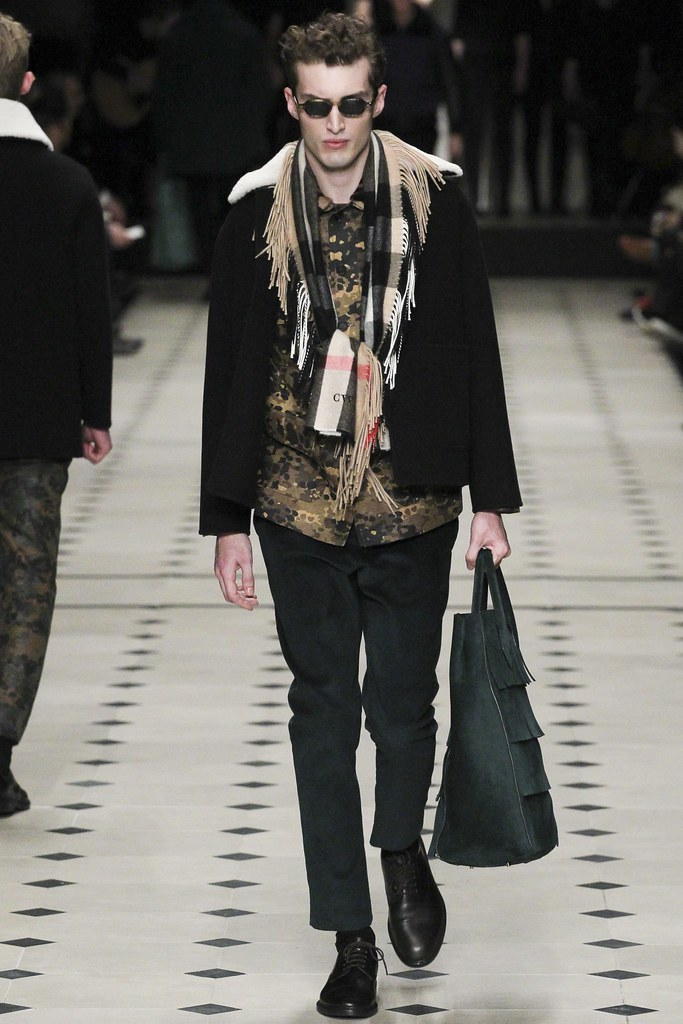 FW15 London Burberry Prorsum029_Charlie France(VOGUE)