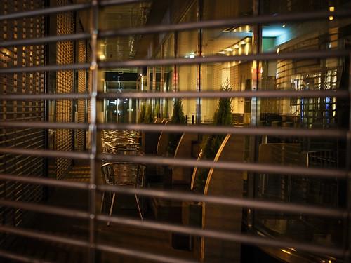 sunset lamp fence cafe closed olympus osaka omd em5 25mmf18