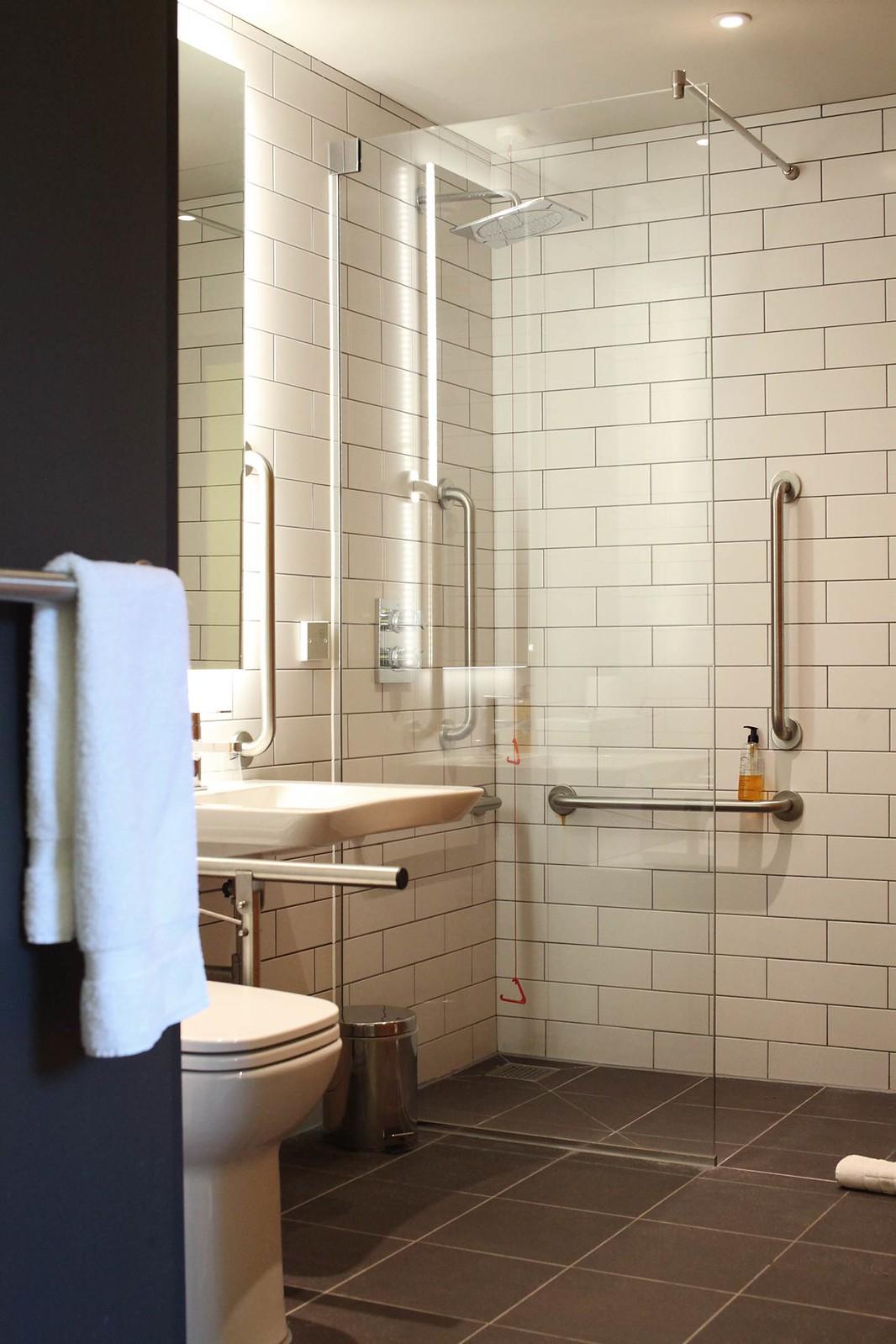 qbic-london-hotel-modern-dutch-design-hotel-room