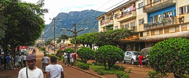 Rua central de Gurué