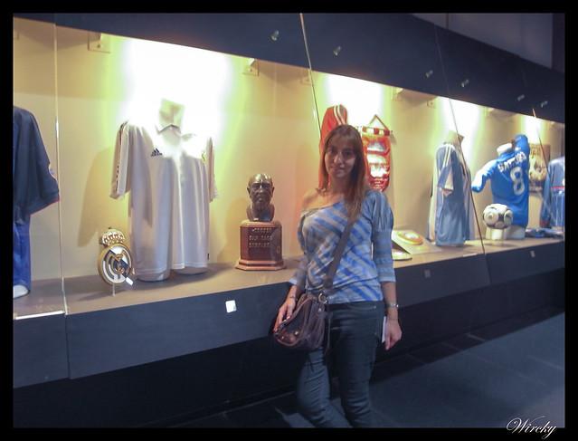 Estadio San Siro Giuseppe Meazza Milán - Trofeo Bernabeu y camiseta del Real Madrid