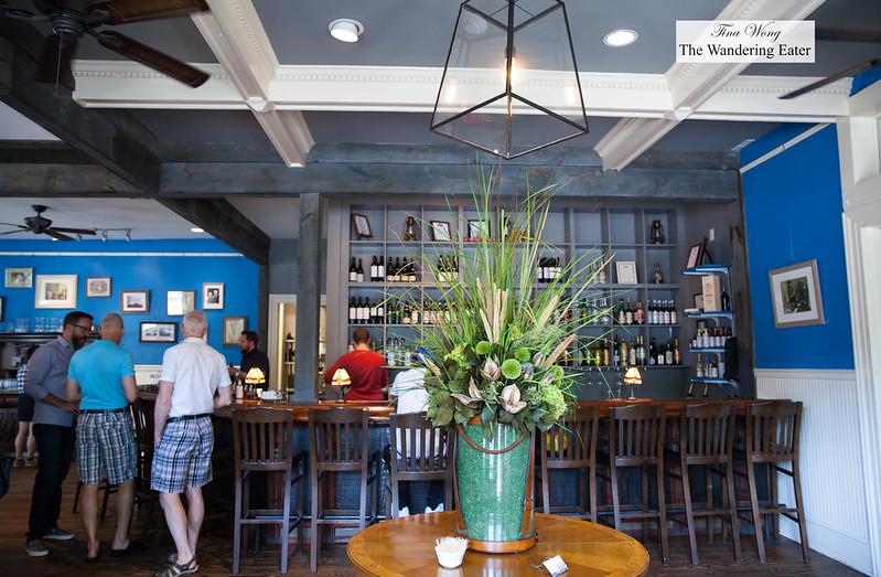 Bar & foyer area