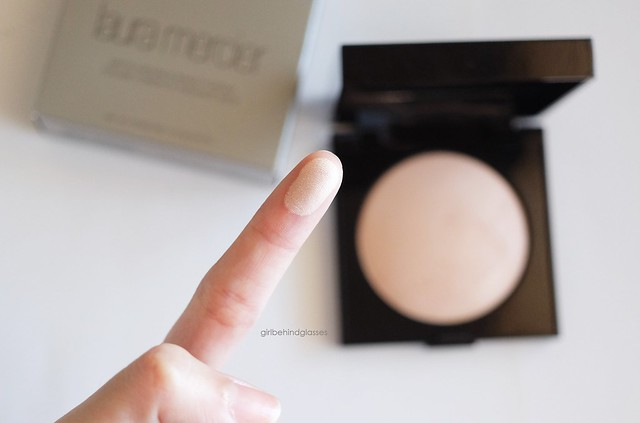 Laura Mercier Matte Radiance Baked Powder Highlight-01 swatch2
