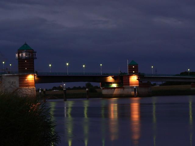 Leer - Jann-BerghausBridge at nighttime