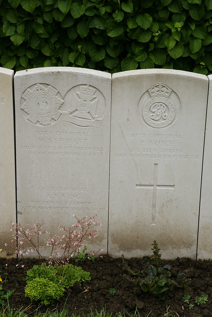 W. Stewart, Highland Light Infantry; A.S. King, Wiltshire Regiment; P. Bruce, Life Guards; 1914, War Grave, Poperinghe