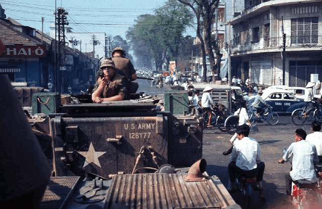 SAIGON just after the 1968 Tet New Years Communist Offensive. Photo by Philip J. Beaver - Đường Hiền Vương (nay là Võ Thị Sáu) nhìn từ ngã tư Hai Bà Trưng-Hiền Vương