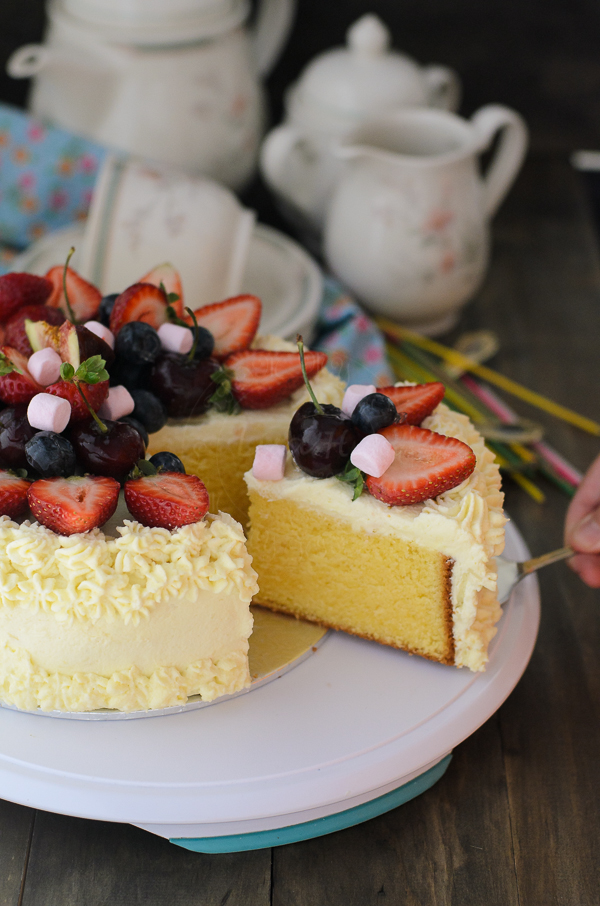 butter cake with fresh cream
