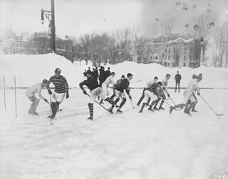 Hockey match at McGill University, Montreal, 1901 / Match de hockey à l'Université McGill, Montréal, 1901