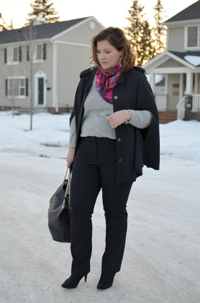 Fabulous-30s-cape-black-and-grey-curvy-fashion-blogger-plus-size-outfit-ideas