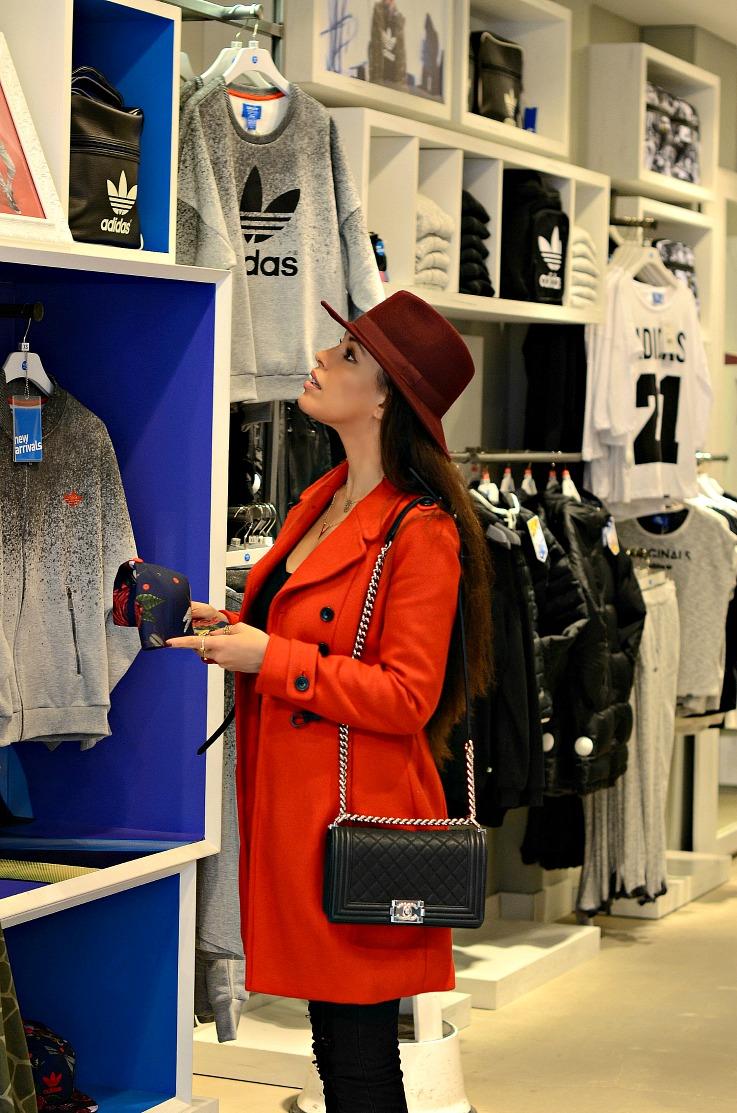 DSC_6953 Adidas. Shopping Adidas VIP, Chanel Boybag, Tamara Chloé, red Zara coat, Rita Ora Unstoppable, Burgundy hat, Fashionblogger