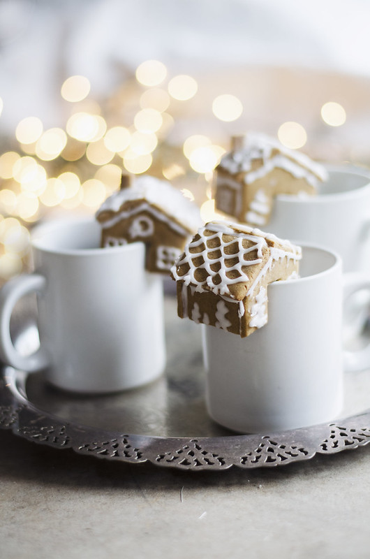 Gingerbread Houses that perch on the edge of your mug juliettelaura.blogspot.com