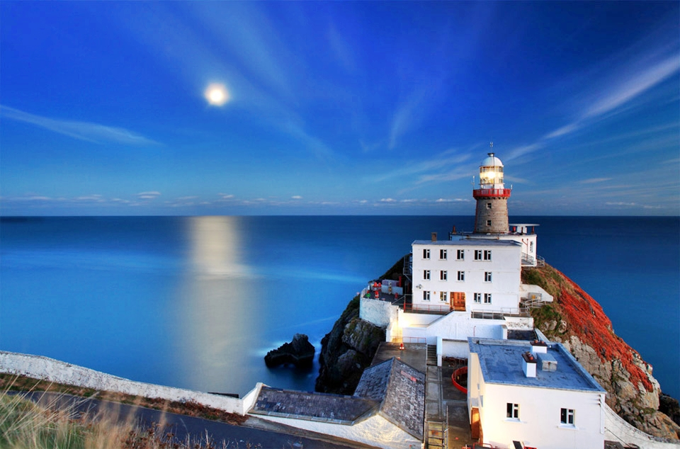 moonrise-lighthouse