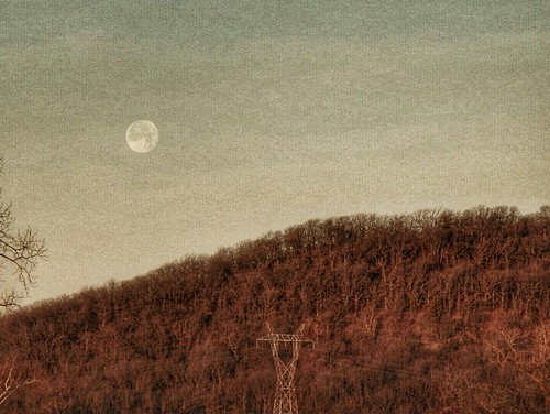 Wolf Moon over Turkey Mountain #moon #wolfmoon #turkeymountain #igersok #tulsa #oklahoma #myoklahoma #oklahomaskies