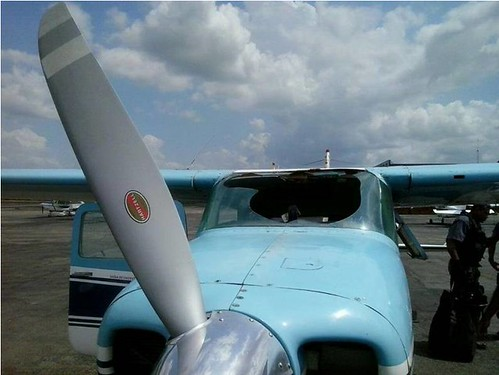 avião danificado