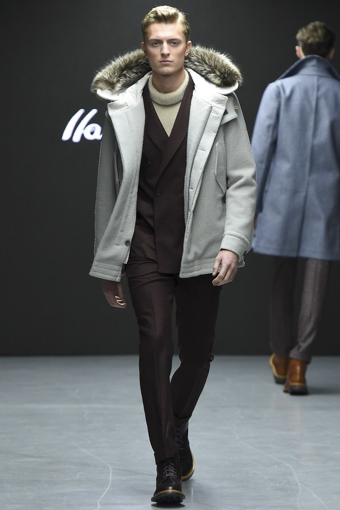 FW15 London Hardy Amies005_Max Rendell(VOGUE)