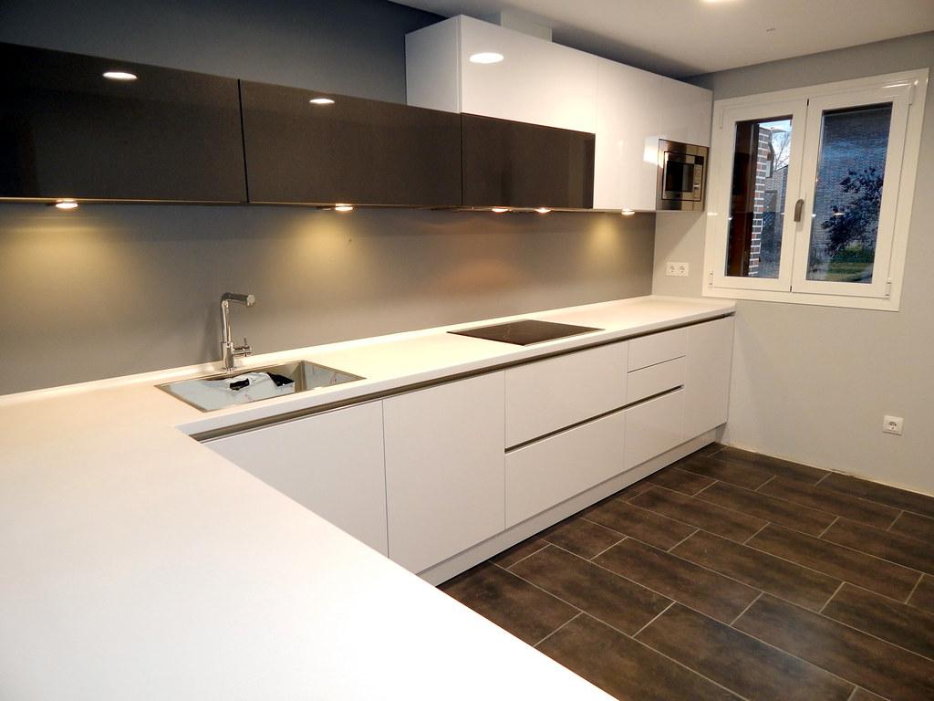 Modelo lasser en blanco polar for Ver cocinas montadas