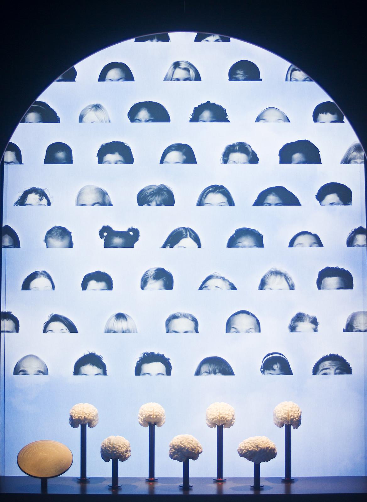 Cite des sciences & de l'industrie robotics lights museum robot science industry paris musee