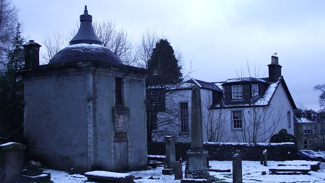 St Machan's kirkyard, winter 04