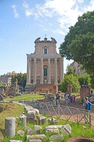 Tempio di Antonio e Faustina 03