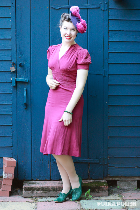 A colorful 1940s look in magenta, purple, and forest green