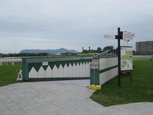 函館競馬場の公園への入口