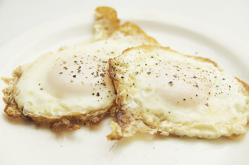 recipe: how to cook perfect fried eggs ( hint, use ghee *and* butter ).