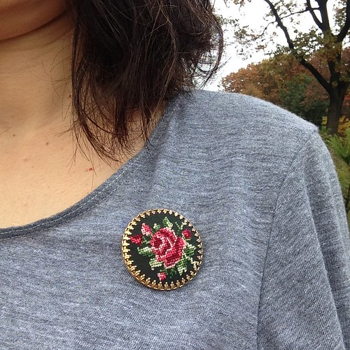 Outfit brooch
