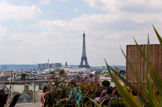 Vue sur la Tour Eiffel depuis la terrasse des Magasins du Printemps